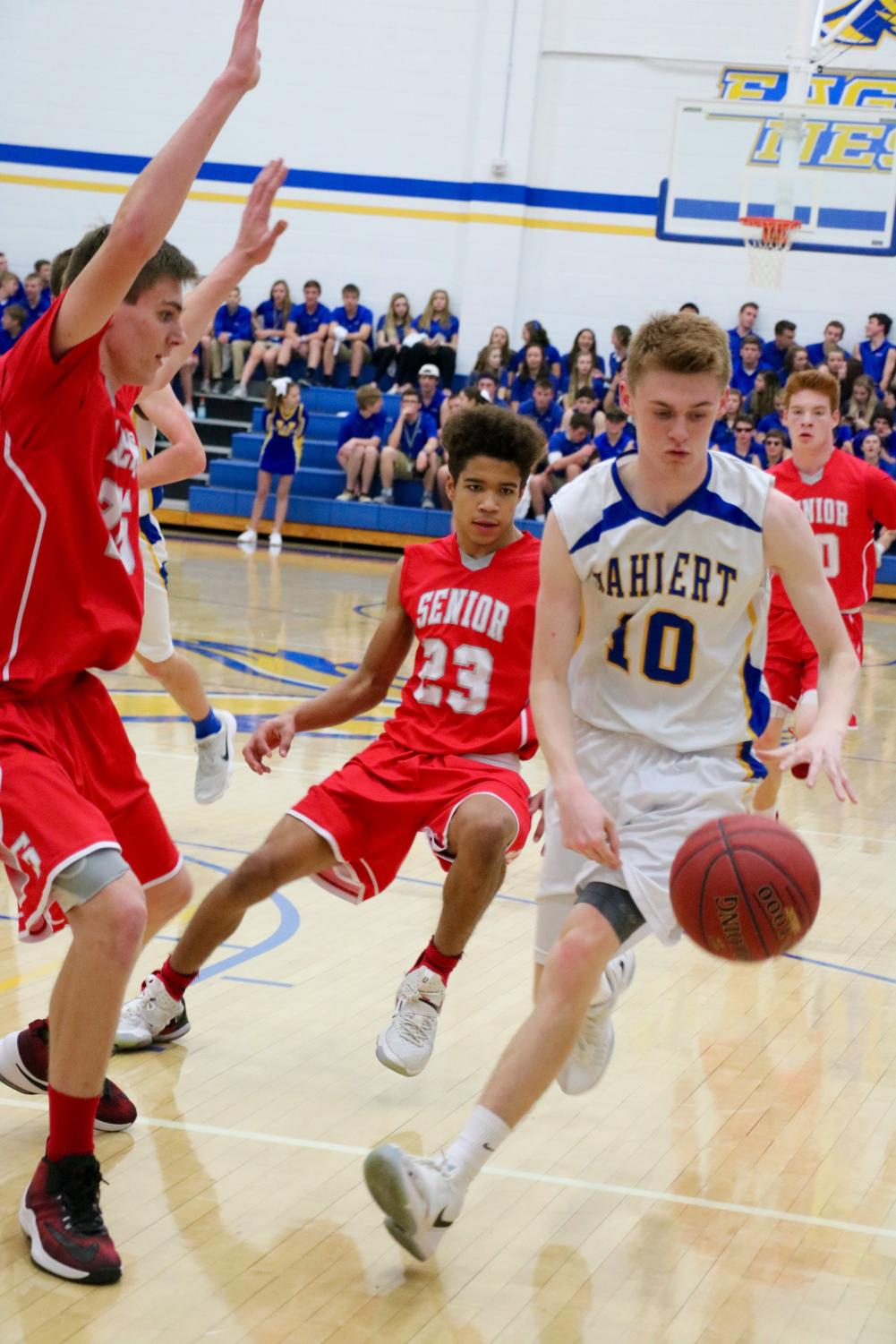FACING A CHALLENGE Jacob Hocking, '20, competes in a sophomore basketball game against Senior this past season. Hocking is scheduled for eye surgery over Spring Break.