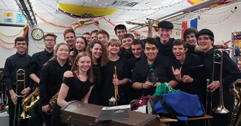 The show band celebrates their best band award, which they won at the Bettendorf competition.