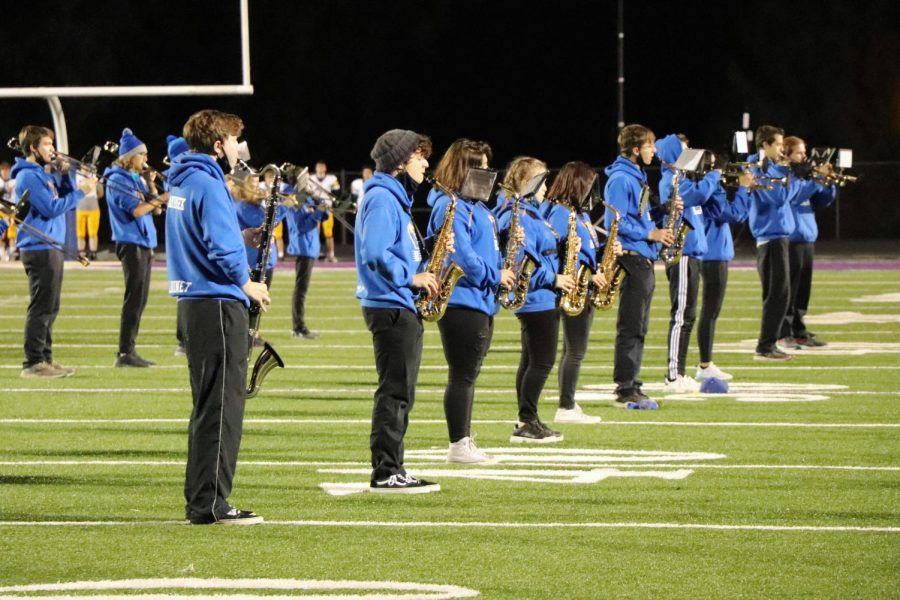 The+Wahlert+marching+band+performs+at+a+football+game.+The+virtual+concert+will+include+songs+from+their+fall+season.