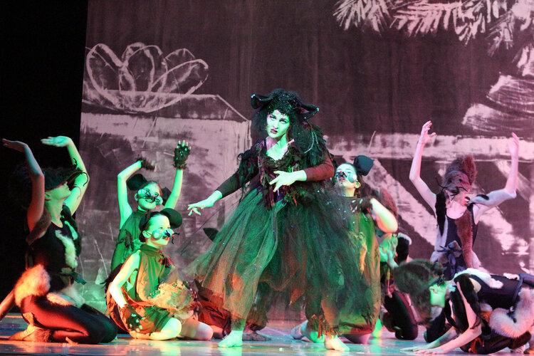 Libby Sigwarth, '21,  performs in last year