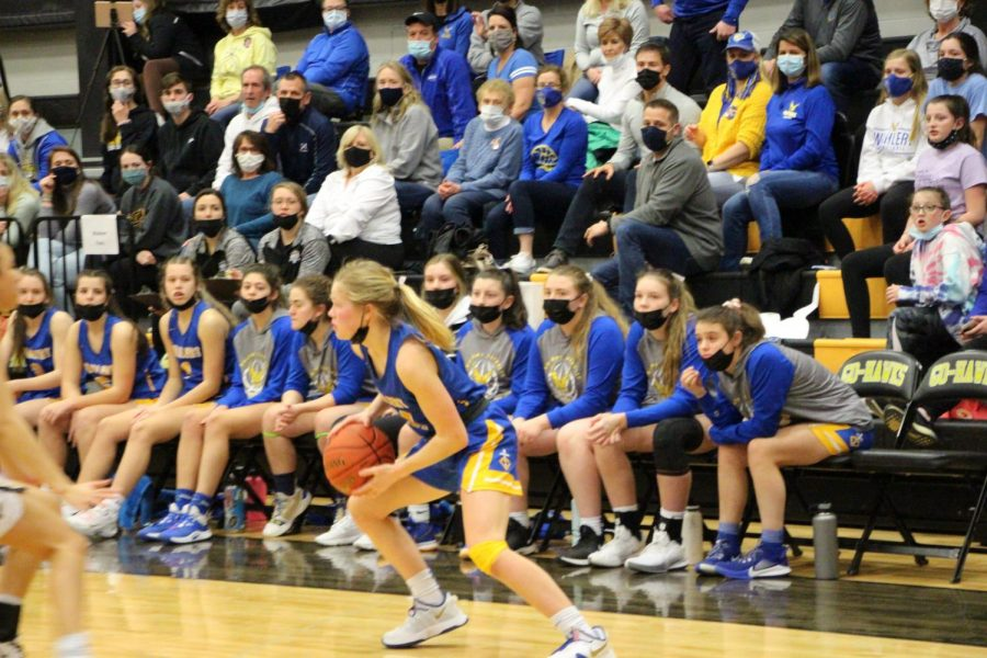 ON THE MOVE Ana Chandlee, '21, looks for an open teammate as the Wahlert bench watches. Chandlee, along with Emma Donovan, chipped in 14 points to lead all scorers.