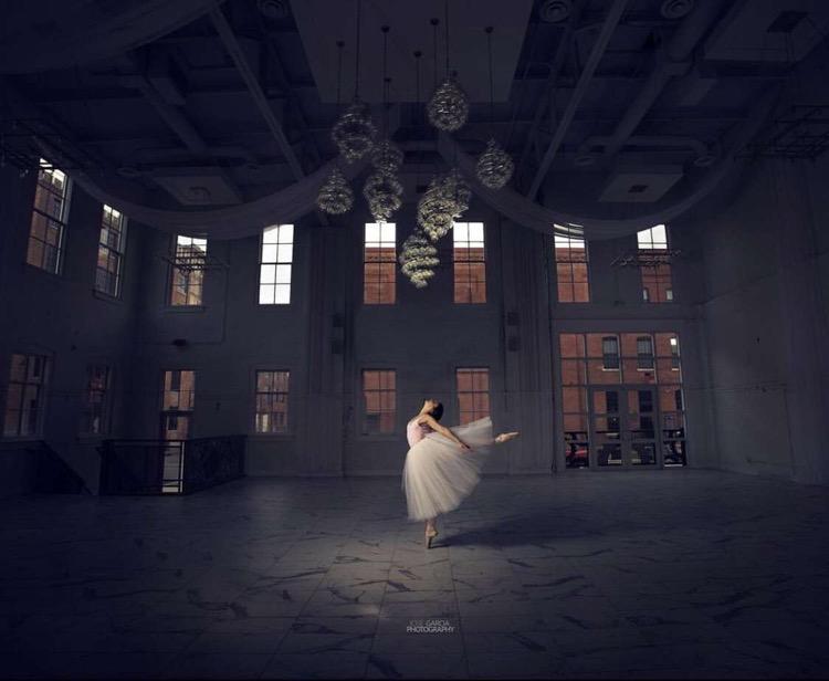 Ava+Hoelscher%2C+%2722%2C+dances+in+her+spotlight+
